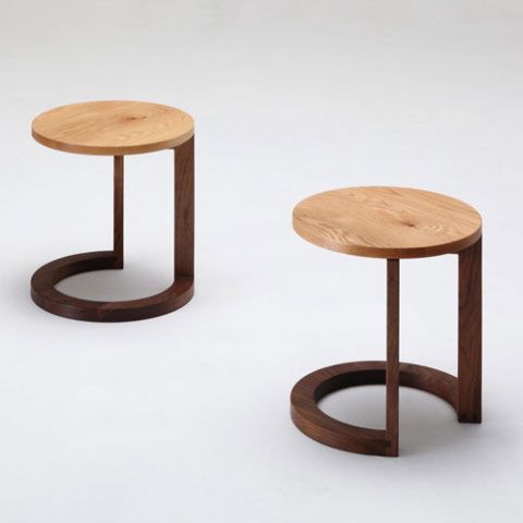 ■WK30.side table■W400×D400×H460■(天板)ウォールナット/オーク、(脚)ウォールナット■デザイン 小泉誠